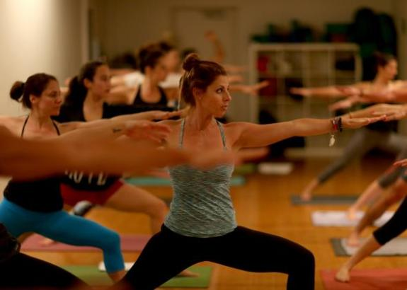 454940867-amy-steiner-leads-a-yoga-class-while-dressed-in.jpg.CROP.promo-mediumlarge